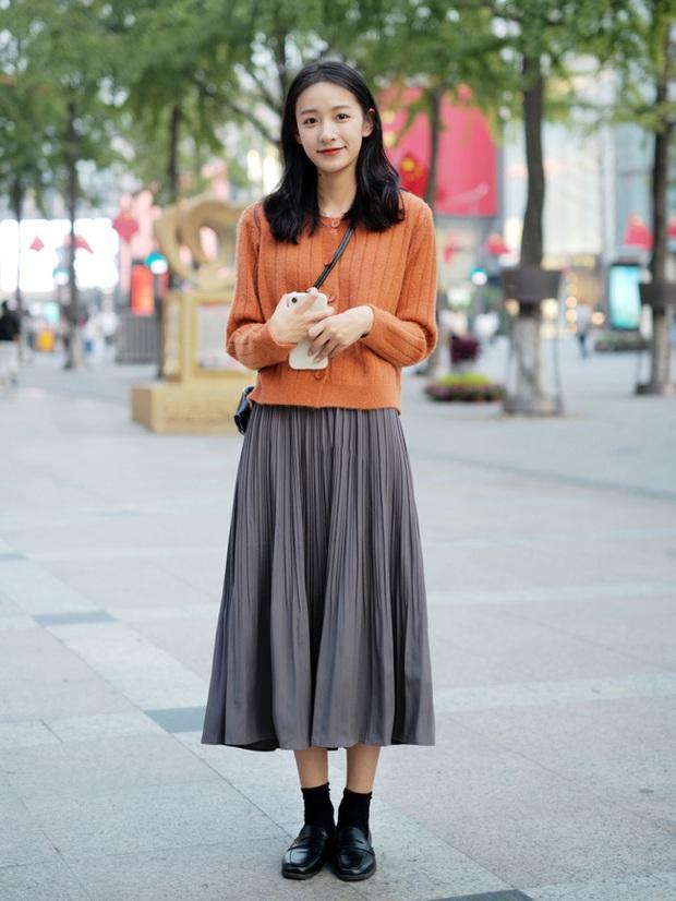 Street style châu Á: Hội chị em lên đồ đẹp hút mắt, toàn blazer và cardigan nhưng nhìn sang hết nấc - Ảnh 10.