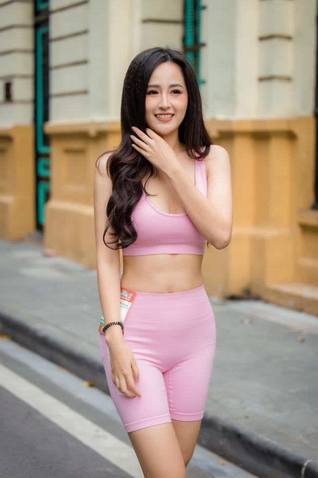 Loạt sao đổ bộ giải Marathon: Mai Phương Thuý chơi trội khoe vòng 1 gần 100 cm giữa dàn hậu và MC Mai Ngọc kín đáo - Ảnh 2.