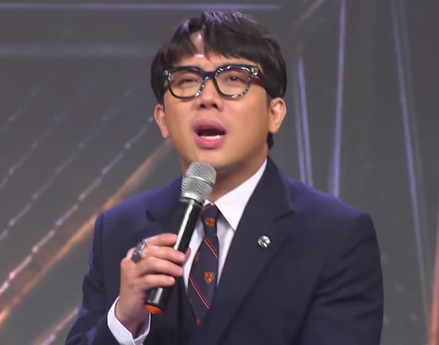 Rhymastic bất ngờ đăng ảnh nón vàng, còn ám chỉ việc tung mũ, Rap Việt sẽ có màn cứu thí sinh? - Ảnh 2.