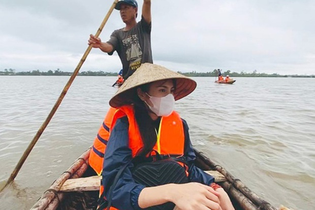 Công chúng bức xúc khi Thuỷ Tiên bị 1 netizen mỉa mai, bóc giá kém duyên đồ mặc khi đi cứu trợ miền Trung - Ảnh 4.