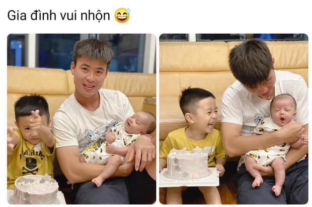 Hình ảnh đáng yêu: Duy Mạnh vừa bế con vừa cổ vũ Hà Nội FC, bé Ú nhoẻn miệng cười trong vòng tay bố  - Ảnh 2.