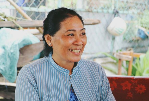 Ấm lòng cụ bà bệnh tật được đôi vợ chồng nghèo nhận về cưu mang, chăm sóc như mẹ ruột ở Sài Gòn - Ảnh 7.