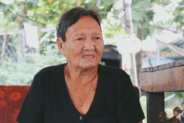 Ấm lòng cụ bà bệnh tật được đôi vợ chồng nghèo nhận về cưu mang, chăm sóc như mẹ ruột ở Sài Gòn - Ảnh 10.