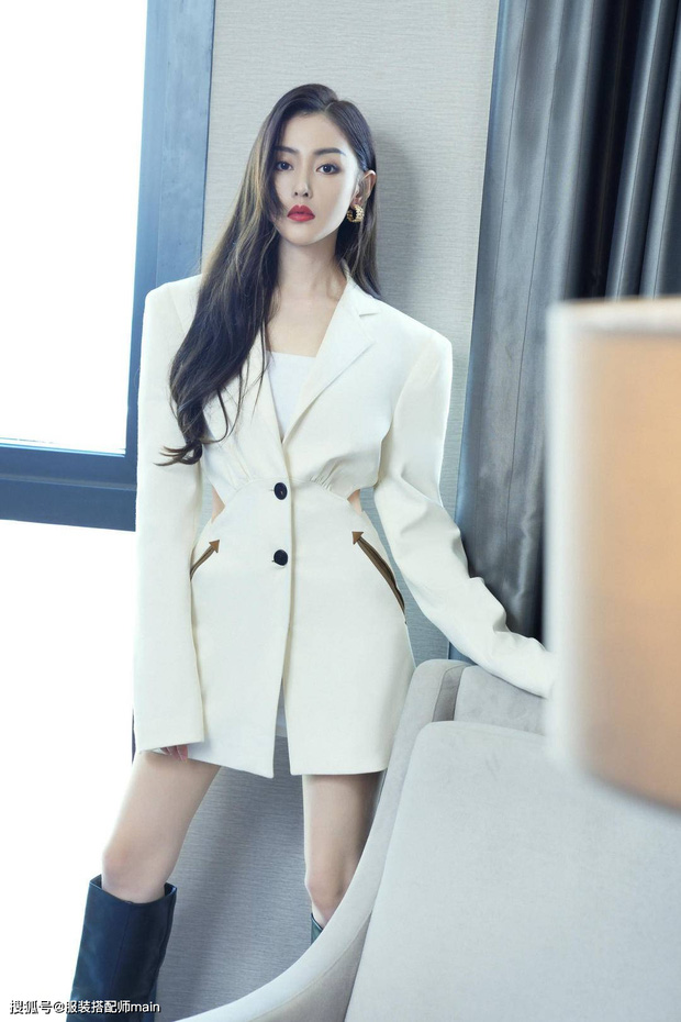 """Jisoo sang như nữ CEO nhưng lại nhạt trước Trương Thiên Ái lên đồ """"chất chơi"""" - Ảnh 5."""