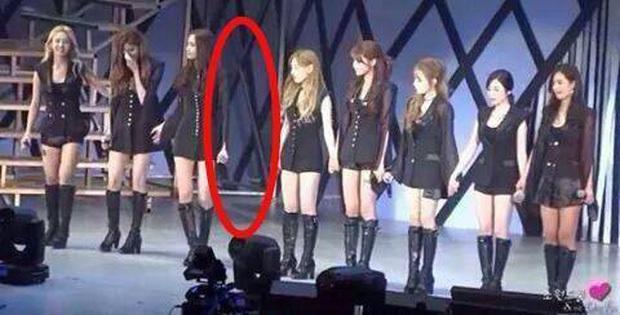 Jessica tiếp tục gây ra tranh cãi: Sách tìm đỏ mắt không thấy SNSD nhưng khiến fan loạt nữ idol nhóm TWICE, AOA phẫn nộ - Ảnh 8.