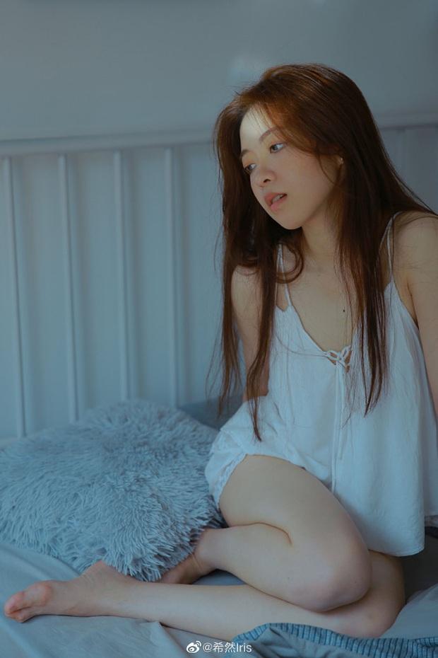 Nữ MC giải đấu game mượn ảnh giường chiếu khoe vóc dáng gợi cảm khiến cộng đồng mạng xôn xao - Ảnh 8.