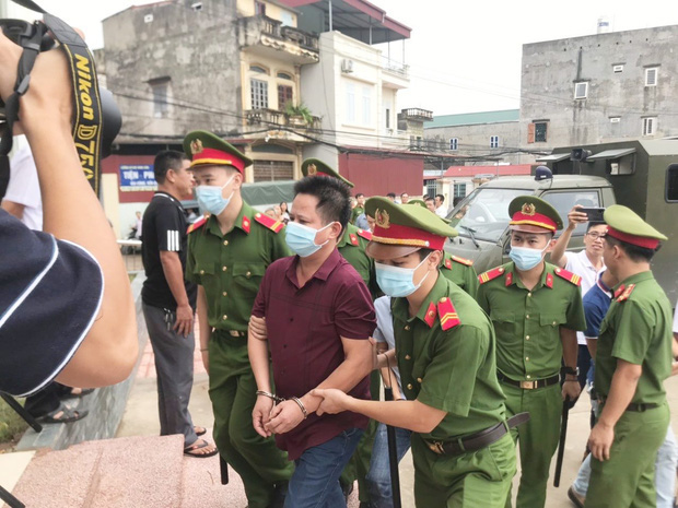 Chủ quán Nhắng nướng bị tuyên phạt 12 tháng tù giam: Bị cáo xin lỗi chị Hiền và toàn thể cộng đồng mạng - Ảnh 4.