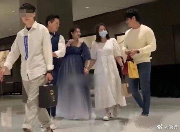 Trần Kiều Ân lộ ảnh vòng 2 lớn bất thường, rộ nghi vấn cưới chạy bầu với bạn trai thiếu gia kém 9 tuổi - Ảnh 3.