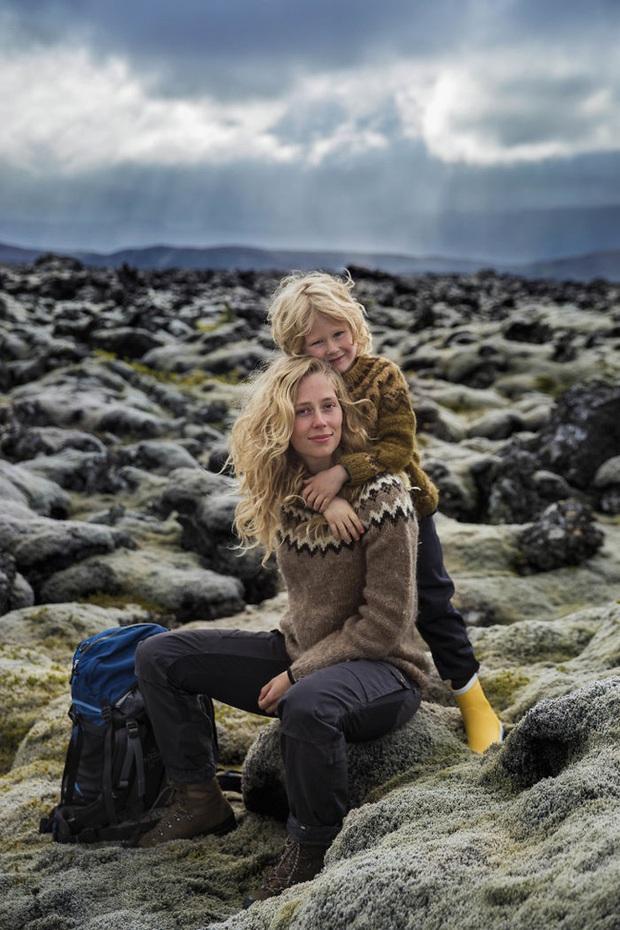 Chu du 50 quốc gia, nữ nhiếp ảnh gia có được loạt khoảnh khắc tuyệt vời về tình mẫu tử khắp nơi trên thế giới - Ảnh 2.