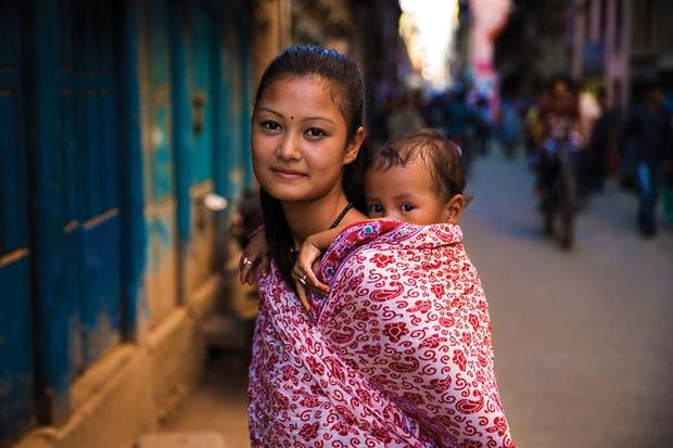 Chu du 50 quốc gia, nữ nhiếp ảnh gia có được loạt khoảnh khắc tuyệt vời về tình mẫu tử khắp nơi trên thế giới - Ảnh 10.