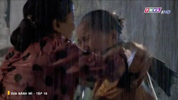 Vua Bánh Mì bản Việt tập 10: Phát hiện con dâu ngoại tình, mẹ chồng bị xô ngã đập đầu, bỏ mặc ngoài mưa suốt đêm - Ảnh 6.