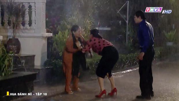 Vua Bánh Mì bản Việt tập 10: Phát hiện con dâu ngoại tình, mẹ chồng bị xô ngã đập đầu, bỏ mặc ngoài mưa suốt đêm - Ảnh 5.