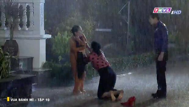 Vua Bánh Mì bản Việt tập 10: Phát hiện con dâu ngoại tình, mẹ chồng bị xô ngã đập đầu, bỏ mặc ngoài mưa suốt đêm - Ảnh 7.