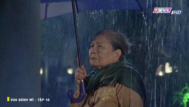 Vua Bánh Mì bản Việt tập 10: Phát hiện con dâu ngoại tình, mẹ chồng bị xô ngã đập đầu, bỏ mặc ngoài mưa suốt đêm - Ảnh 1.