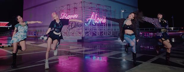 Xem MV mới của BLACKPINK mà giật mình vì quần áo quá cái bang, 4 cô gái sang chảnh đâu mất rồi? - Ảnh 1.