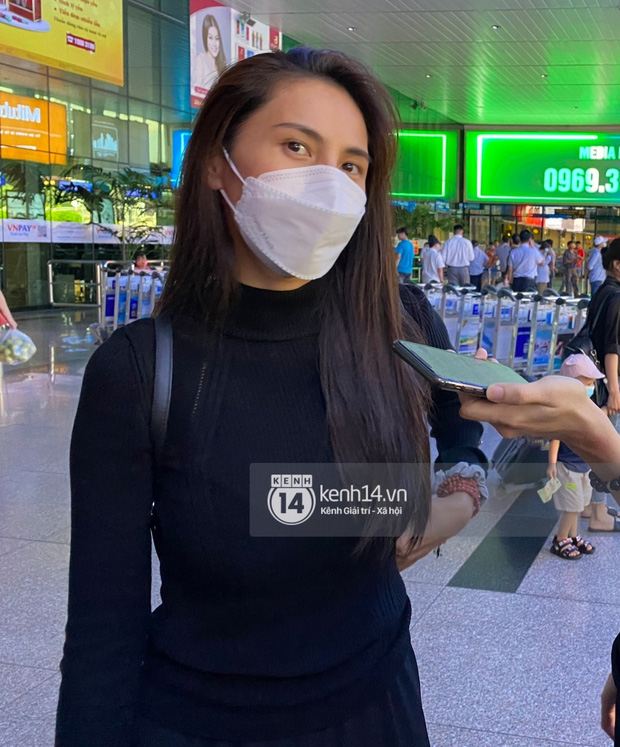 Thuỷ Tiên đã đáp chuyến bay về TP.HCM chiều nay sau 6 ngày cứu trợ, fan chờ đón từ sớm tại sân bay - Ảnh 5.