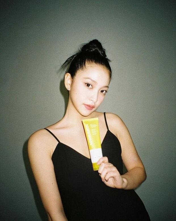Em út Red Velvet môi tều khác lạ và còn pose đầy khêu gợi, thánh soi tố ngay bắt chước Jennie (BLACKPINK) - Ảnh 9.