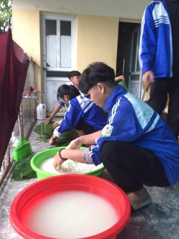 Học sinh cấp 3 Nghệ An dùng kinh phí tổ chức 20/10, thức thâu đêm gói bánh chưng ủng hộ bà con vùng lũ miền Trung - Ảnh 5.