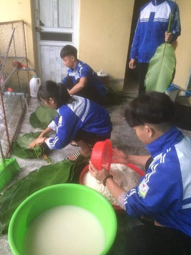 Học sinh cấp 3 Nghệ An dùng kinh phí tổ chức 20/10, thức thâu đêm gói bánh chưng ủng hộ bà con vùng lũ miền Trung - Ảnh 6.