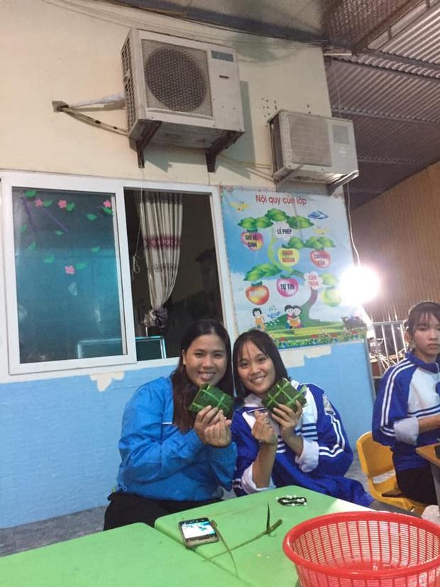 Học sinh cấp 3 Nghệ An dùng kinh phí tổ chức 20/10, thức thâu đêm gói bánh chưng ủng hộ bà con vùng lũ miền Trung - Ảnh 7.