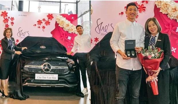 Sau Quang Hải, đến lượt Văn Hậu tậu xe sang trị giá hơn 2 tỷ đồng - Ảnh 2.