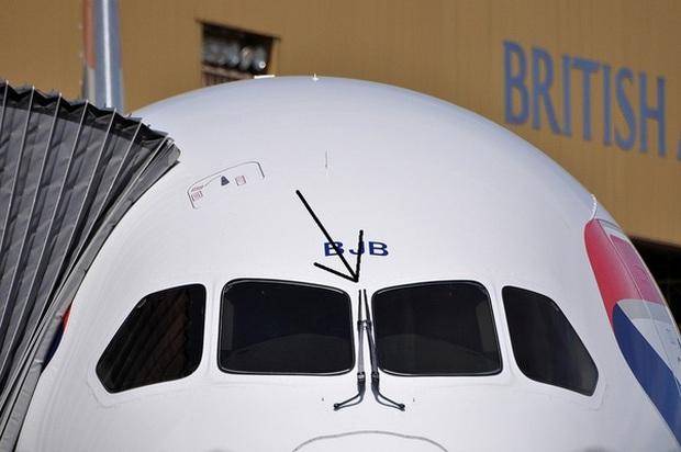 """""""Tại sao hầu hết máy bay đều có màu trắng"""" và hàng vạn thắc mắc đó giờ chưa từng được giải đáp của du khách - Ảnh 3."""