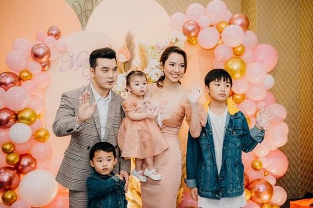 Vbiz ngập cẩu lương ngày 20/10: Matt Liu và Hương Giang hẹn hò, Kim Lý - Hà Hồ và Linh Rin - Philip Nguyễn tung ảnh cực tình - Ảnh 8.