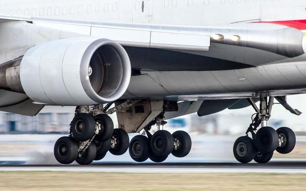 """""""Tại sao hầu hết máy bay đều có màu trắng"""" và hàng vạn thắc mắc đó giờ chưa từng được giải đáp của du khách - Ảnh 5."""