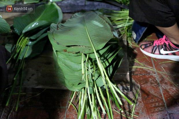 Người Hà Nội tập trung tại chùa, trắng đêm nấu bánh chưng gửi đến đồng bào miền Trung  - Ảnh 5.