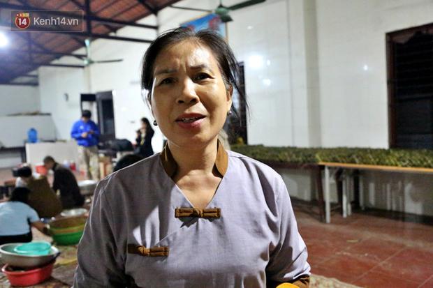 Người Hà Nội tập trung tại chùa, trắng đêm nấu bánh chưng gửi đến đồng bào miền Trung  - Ảnh 18.