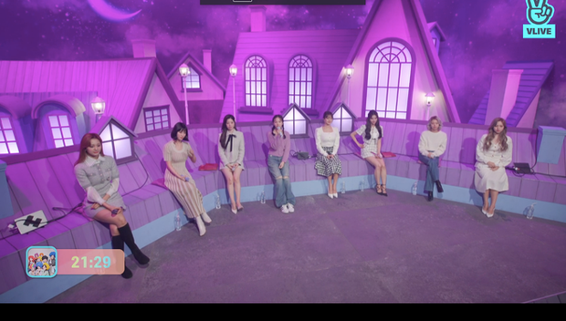 Tròn 5 năm debut, TWICE mở buổi live đặc biệt: Jeongyeon vắng mặt, các thành viên không ngại spoil ca khúc mới khiến fan sướng rơn - Ảnh 40.