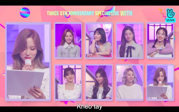 Tròn 5 năm debut, TWICE mở buổi live đặc biệt: Jeongyeon vắng mặt, các thành viên không ngại spoil ca khúc mới khiến fan sướng rơn - Ảnh 66.