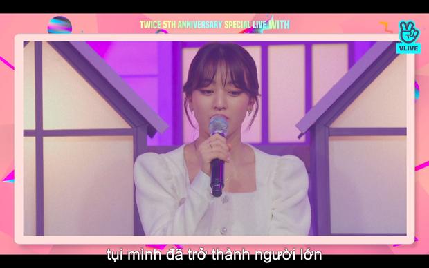 Tròn 5 năm debut, TWICE mở buổi live đặc biệt: Jeongyeon vắng mặt, các thành viên không ngại spoil ca khúc mới khiến fan sướng rơn - Ảnh 73.