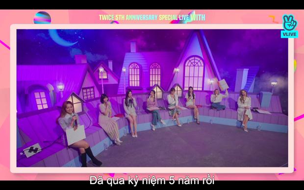 Tròn 5 năm debut, TWICE mở buổi live đặc biệt: Jeongyeon vắng mặt, các thành viên không ngại spoil ca khúc mới khiến fan sướng rơn - Ảnh 76.