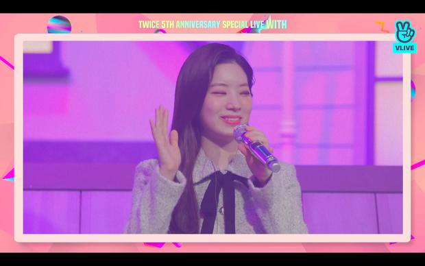 Tròn 5 năm debut, TWICE mở buổi live đặc biệt: Jeongyeon vắng mặt, các thành viên không ngại spoil ca khúc mới khiến fan sướng rơn - Ảnh 77.