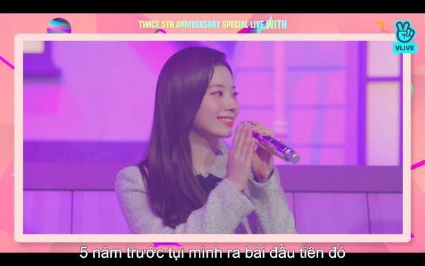 Tròn 5 năm debut, TWICE mở buổi live đặc biệt: Jeongyeon vắng mặt, các thành viên không ngại spoil ca khúc mới khiến fan sướng rơn - Ảnh 78.