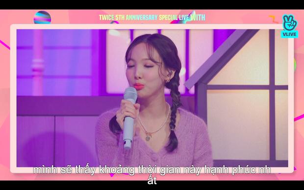 Tròn 5 năm debut, TWICE mở buổi live đặc biệt: Jeongyeon vắng mặt, các thành viên không ngại spoil ca khúc mới khiến fan sướng rơn - Ảnh 80.