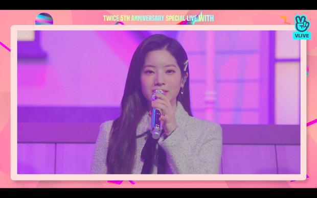 Tròn 5 năm debut, TWICE mở buổi live đặc biệt: Jeongyeon vắng mặt, các thành viên không ngại spoil ca khúc mới khiến fan sướng rơn - Ảnh 82.
