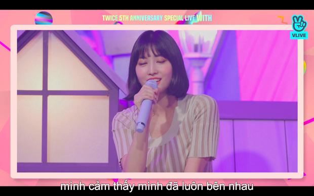 Tròn 5 năm debut, TWICE mở buổi live đặc biệt: Jeongyeon vắng mặt, các thành viên không ngại spoil ca khúc mới khiến fan sướng rơn - Ảnh 87.
