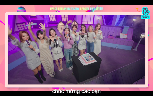 Tròn 5 năm debut, TWICE mở buổi live đặc biệt: Jeongyeon vắng mặt, các thành viên không ngại spoil ca khúc mới khiến fan sướng rơn - Ảnh 92.