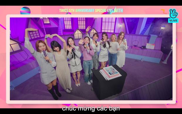 Tròn 5 năm debut, TWICE mở buổi live đặc biệt: Jeongyeon vắng mặt, các thành viên không ngại spoil ca khúc mới khiến fan sướng rơn - Ảnh 94.