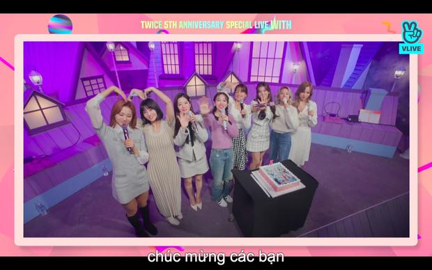 Tròn 5 năm debut, TWICE mở buổi live đặc biệt: Jeongyeon vắng mặt, các thành viên không ngại spoil ca khúc mới khiến fan sướng rơn - Ảnh 95.