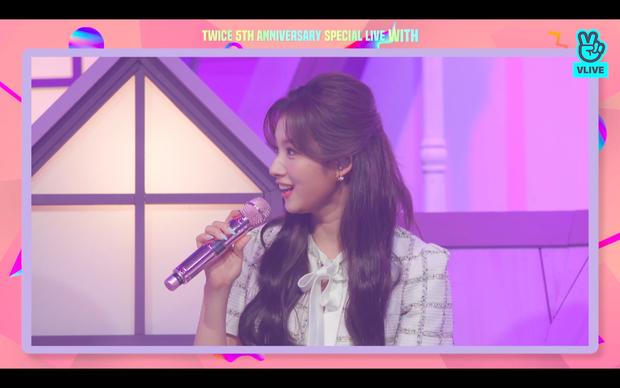 Tròn 5 năm debut, TWICE mở buổi live đặc biệt: Jeongyeon vắng mặt, các thành viên không ngại spoil ca khúc mới khiến fan sướng rơn - Ảnh 107.