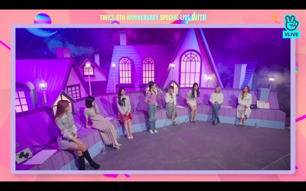 Tròn 5 năm debut, TWICE mở buổi live đặc biệt: Jeongyeon vắng mặt, các thành viên không ngại spoil ca khúc mới khiến fan sướng rơn - Ảnh 108.