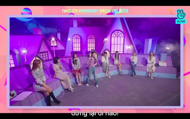 Tròn 5 năm debut, TWICE mở buổi live đặc biệt: Jeongyeon vắng mặt, các thành viên không ngại spoil ca khúc mới khiến fan sướng rơn - Ảnh 109.