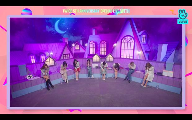 Tròn 5 năm debut, TWICE mở buổi live đặc biệt: Jeongyeon vắng mặt, các thành viên không ngại spoil ca khúc mới khiến fan sướng rơn - Ảnh 112.
