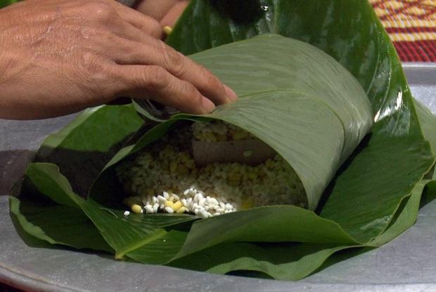 Hà Nội: Người dân La Phù thức thâu đêm nấu hàng nghìn chiếc bánh chưng gửi đồng bào miền Trung chống lũ - Ảnh 4.