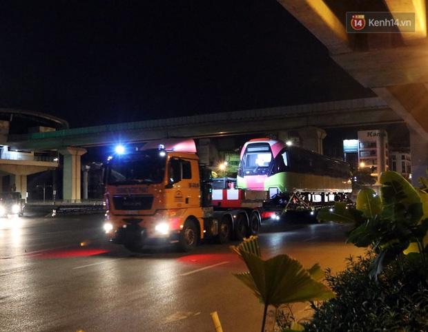 Đoàn tàu metro Nhổn - ga Hà Nội đã về đến Hà Nội, người dân sẽ được tham quan - Ảnh 8.