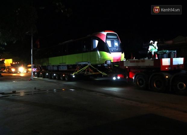 Đoàn tàu metro Nhổn - ga Hà Nội đã về đến Hà Nội, người dân sẽ được tham quan - Ảnh 4.