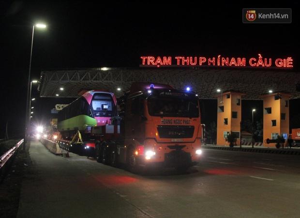 Đoàn tàu metro Nhổn - ga Hà Nội đã về đến Hà Nội, người dân sẽ được tham quan - Ảnh 1.
